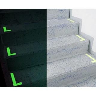 Marcaje fotoluminescente în L pentru treptele unei scări
