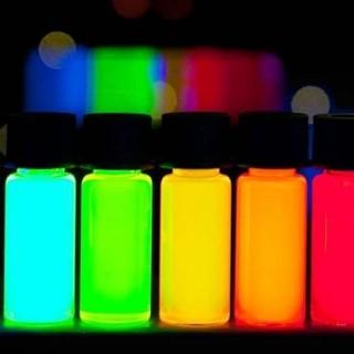 Colorant fluorescent solubil și invizibil